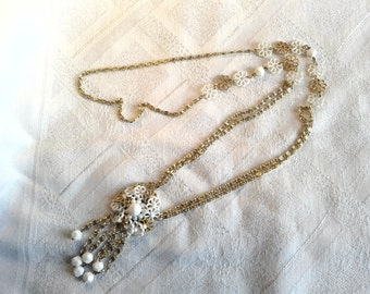 Vintage 60s, 70s Long, Floral Necklace in White and Gold. Mod, Hippy.