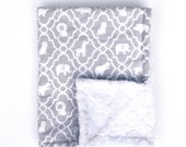 Infant Baby Car Seat Lap Blanket, Light Gray Animal Moroccan Quatrefoil