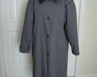 Vintage 1980's MASTER COAT Made in Finland Woman's Coat Gray w/ faux fur collar Size L