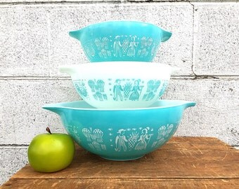 PYREX BUTTERPRINT Cinderella Bowl Set | Vintage (1957-1968) Turquoise Blue and White Pyrex  Bowls | Three Bowl Set | Amish Farmer and Wife