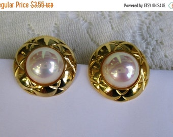 CHRISTMAS In July SALE Vintage 1980s Pearl and Goldtone Clip Earrings, New-Old Stock Unworn-Excellent condition