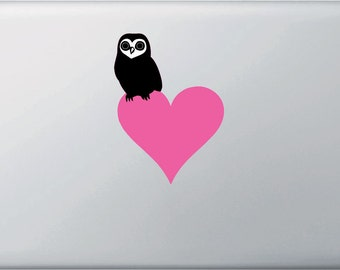 """CLR:MB - Owl Perched on Heart - Vinyl Decal for Macbook and Laptop - © 2016 YYDCo. (5""""w x 3.5""""h) (Color Choices)"""