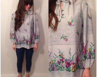 Vintage 70s Light Gray Long Sleeve Floral Blouse with Front Tie Size Medium