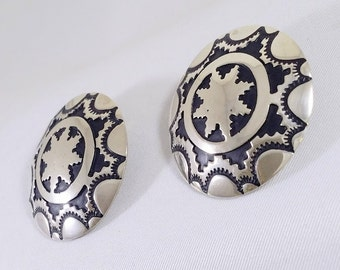 Handmade Vintage Native American Large Button Earrings Snowflake Sterling Silver Tracy B Designs Hope Signed