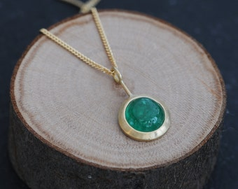 Emerald Gold Necklace - Emerald Pendant Necklace in 18K Gold - Emerald Necklace Christmas Gift for Her - Green Gemstone Necklace -