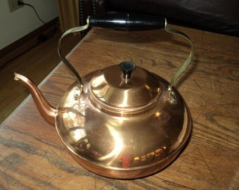 Vintage  Solid Copper Kettle Teapot with tin lining, solid brass soldered handle and plastic bakelite like handle in Good Vintage Condition