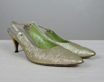 Vintage Early 1960s Metallic Gold Lame Shoes 60s Pointy Slingback Pumps by Mr. Easton Size 6.5 B