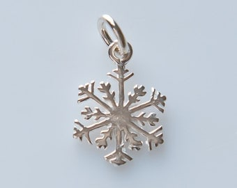 ChrmSS308 - Sterling Silver Winter Snowflake Charm Pendant with Jump Ring - 1 Piece