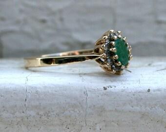 Beautiful Vintage 14K Yellow Gold Diamond and Emerald Halo Ring - 0.47ct.