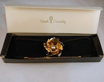 Vintage Sarah Coventry 1970s Gold Flower Convertible Pendant and Pin on Black Cord / Metal Flower Necklace / New Old Stock Original Package