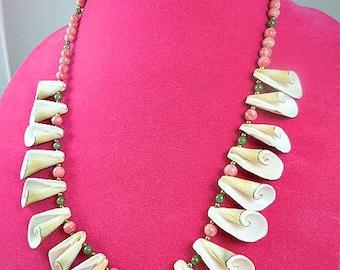 Vintage Natural Trumpet Shell Necklace