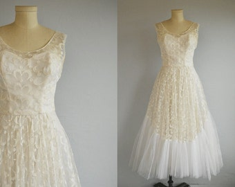 Vintage 1950s Prom Dress / 50s Embroidered White Lace Tulle Prom Party Princess Wedding Dress