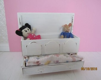 Darling Distressed Miniature Blanket Chest  (FREE SHIPPING)