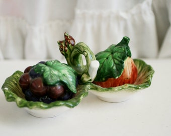 Fruit Salt and Pepper Shakers, Grapes Salt Shaker, Ceramics Grapes and Apple Salt and Pepper Shaker.