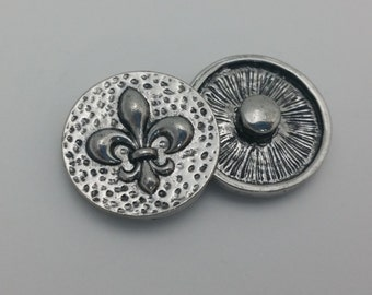 1 PC - 18MM Hammered Fleur De Lis Silver Snap Candy Charm Limited Edition CC1935