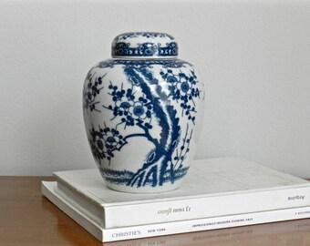 Vintage Chinoiserie Ginger Jar Blue White Ceramic Asian Chinese Decor