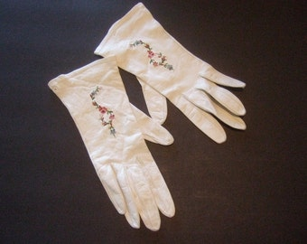 Elegant White Embroidered Leather Gloves Made in Paris c 1960