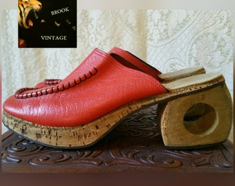 Rare 60s REVETTO FRAU Red-Orange Leather Clogs with Chunky Wood and Cork Heel - Funky Mod Mules - 1960s Hippie Boho Clogs - Womens 38 7.5