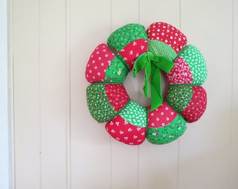 Vintage Fabric Christmas Wreath // Retro Soft Padded Decorative Wreath Floral Pattern Red and Green Handmade Holiday Door or Wall Decoration