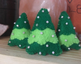Christmas tree brooch/pin