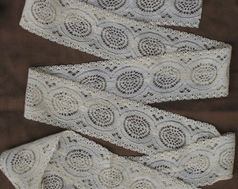 1-1/2 Yds Vintage Lace Trim With Circles Design - Pale Peach Yellow - Medium Width - Mid-Century; NOS - Sewing, Crafting Supplies