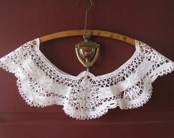 "Extra Wide Antique White Bobbin Lace Trim - Circular Table Cloth Border, Edging or Collar - Handmade - Vintage Supplies, Decor - 5-3/4"" Wide"