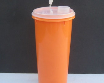 Tupperware Tall Orange Round Canister 262 with lid handolier juice water 1 Quart QT
