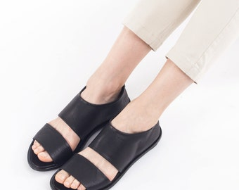 Open sandal shoe in Black, Black sandals, Closed sandals, Open toe shoes