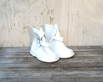 Vintage Girl's Galoshes - 50's White Rubber Boots - Size 5 - Korea