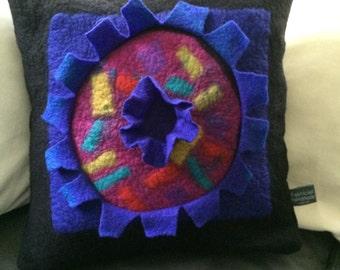Felted pillow cover - kussenhoes v vilt