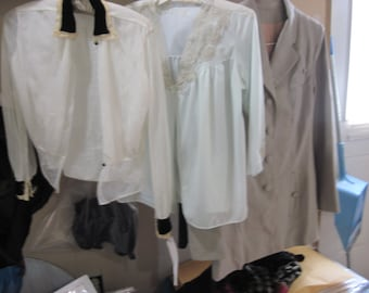 An excellent vintage clothing lot of 3