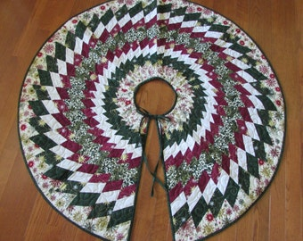 Sale-Christmas Tree Skirt.....Spiral....Handmade.....READY to SHIP....Red....Green....Gold