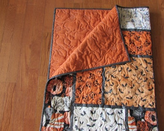 Halloween Quilt, Orange, Black, Ghosts, Bats, Pumpkins.