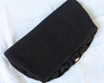 Vintage 1950's Black Ruffle Framed Clutch/Purse with Chain Handle