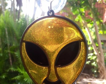 90s Yellow Alien Head Suncatcher Window Ornament Fun Suction Cup
