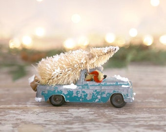Vintage Truck and Christmas Tree, Green Diecast Truck, Bottle Brush Tree, Country Farmhouse Christmas, Retro Christmas