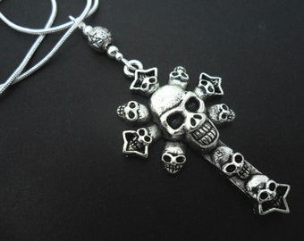 A lovely skull cross  themed  tibetan silver   pendant necklace.