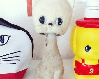 Cute vintage 60s Pale Yellow Kitty Cat  flocked ceramic figurine / bobble head from Japan