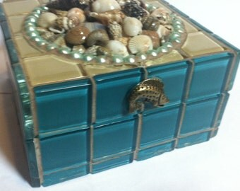 Seashell mosaic jewelry box, glass tiled with real seashells on top