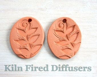 Handmade Essential Oil Diffuser Necklace, Textured Terracotta LEAF, Unglazed Waterproof Clay Pendant, Botanical Ceramic Jewelry, kiln fired