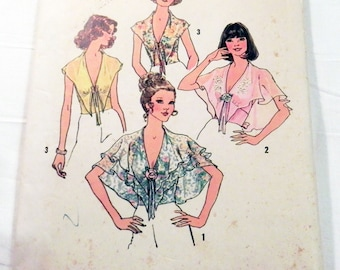 """1970s Boho Blouse shirt top capelet halter sewing pattern Size 12 Bust 34"""" Simplicity 6945"""