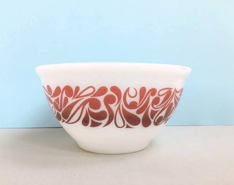 """Agee/Crown Pyrex 'Paisley' 7"""" nesting bowl (c. 1978)"""