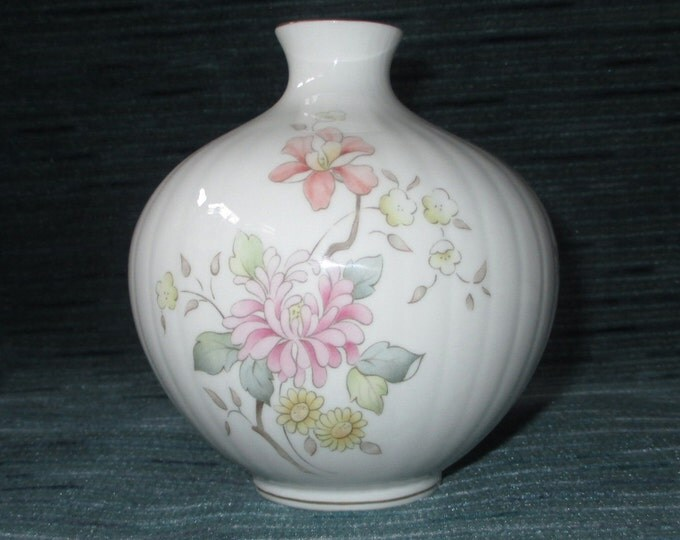 "Royal Doulton MYSTIC DAWN 4"" Vase, English Fine Bone China, Pink & Yellow Flowers, Gold Trim, c. 1985"