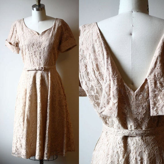 1950s blush lace dress // short sleeve lace // vintage dress