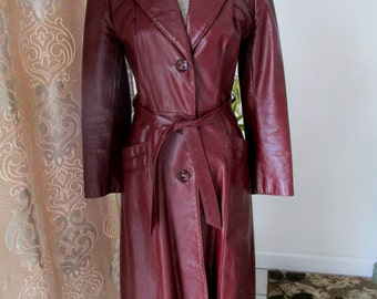 Splendid Vintage 1970's Long Burgundy Cuir Leather Trench Coat Made by Opera Made in Canada Size 6/S
