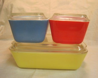 Vintage Three Piece Set Of Covered Refregirator Dishes( Pyrex) 1950,s