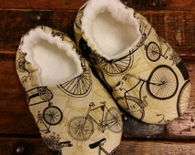 Vintage Bicycle cotton baby shoes with ivory organic bamboo fleece lining -  Infant shoes - Soft Sole Baby Shoes -