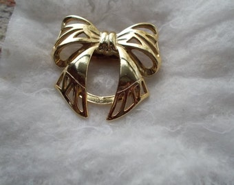 Vintage Gold Tone Bow Scarf Clip //8