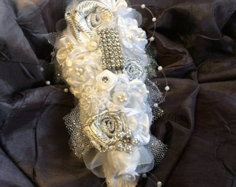 White Wedding Flower Corsage-Bridal Corsage-Bride's Corsage wedding Bracelet-Vintage Brooch Corsage-Reception Flowers-Bridal Shower Gift
