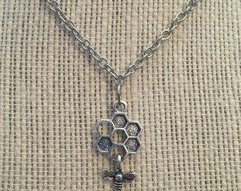 "16"" Silver HoneyComb&Bee Necklace"